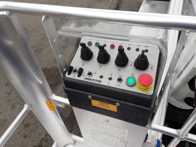 Basket controls on Multitel MXE200 aerial platform