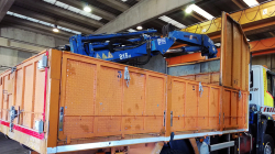 Mounting of hydraulic crane with grapple