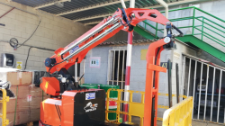 2 ton minipicker working as pick&carry crane