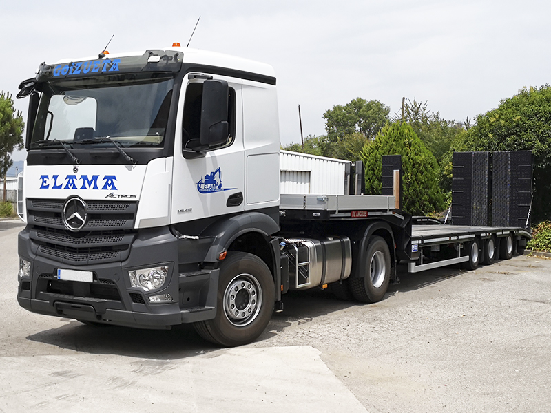 De Angeli 3S3 RTG semi-low loader delivery