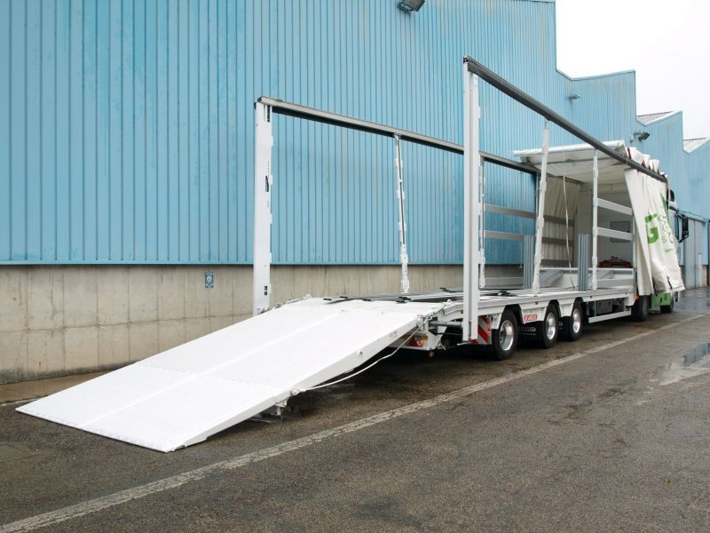 De Angelis trailer with moving top